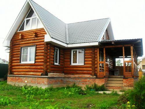 Дом с мансардой из бревен