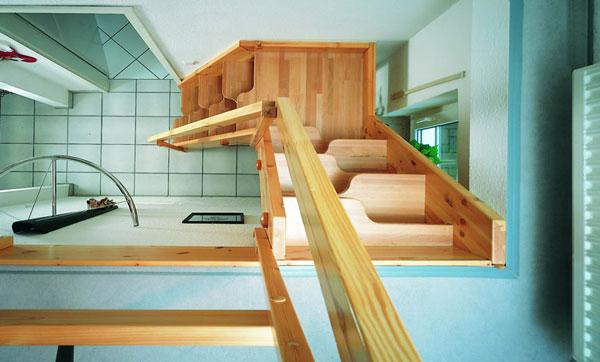Компактная лестница на мансарду