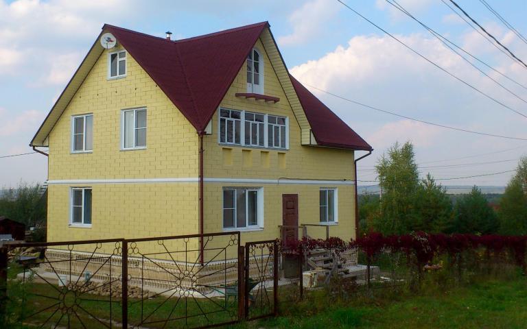 Андулиновая кровля (фото домов)